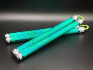 nunchaku-en-bois-vert-a-corde